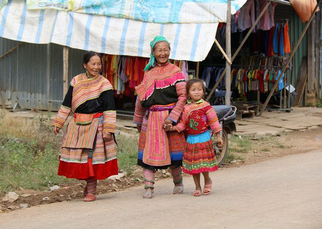 Chợ phiên của đồng bào người Mông