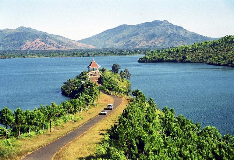 Tham quan hồ Lắk